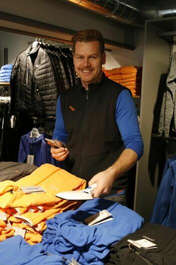 Butikksjef Thomas Stabæk kan gjennomføre varetelling på et minimum av tid i forhold til den tidligere manuelle tellingen.
