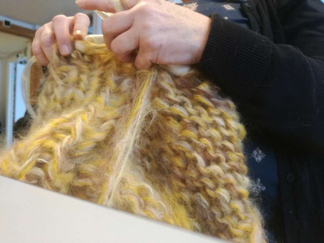 Flittige hender i Bredtvedt kvinnefengsel har strikket jakkene for IBEN