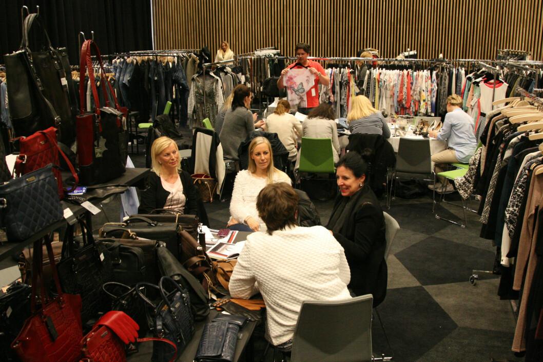 25 utstillere med klær, smykker, sko og tilbehør møter innkjøpere fra hele Nord-Norge i Tromsø