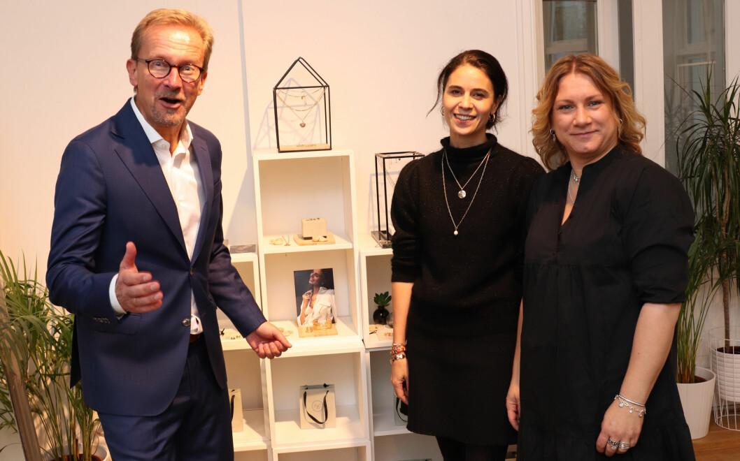 Daglig leder Lars-Tore Hogsnes sammen med designer Katja S. Berger og salgssjef Camilla Haakonsen