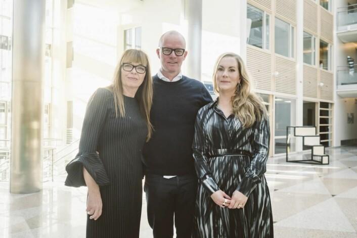 CEO/daglig leder Linda Refvik og manager Elin Katrine Saunes sammen med styreformann i NFH, Glenn Veiby. Foto: NFH