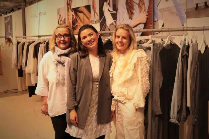 Anne Børresen (t.h.) og Siri Gabrielsen sammen med sin tyske agent Marion Buhrs på Revolver i København.