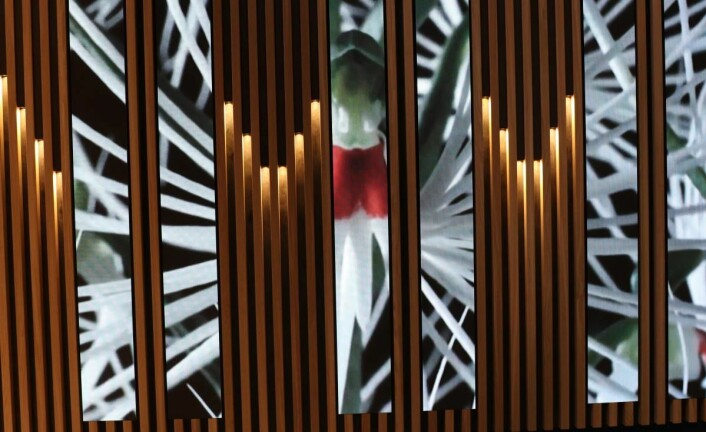 Brugnottos vegg med innfelte skjermer