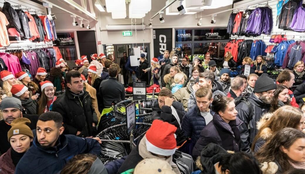 Black Friday bidrar til at en større del av julehandelen foregår i november. Her fra Oslo Fashion Outlet. (Foto: Johnny Vaet Nordskog)