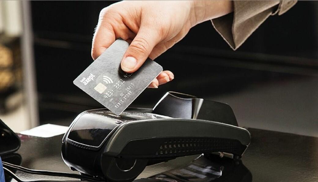 Nordmenn bruker kortbetaSSling stadig oftere, og kontantbetaling faller.