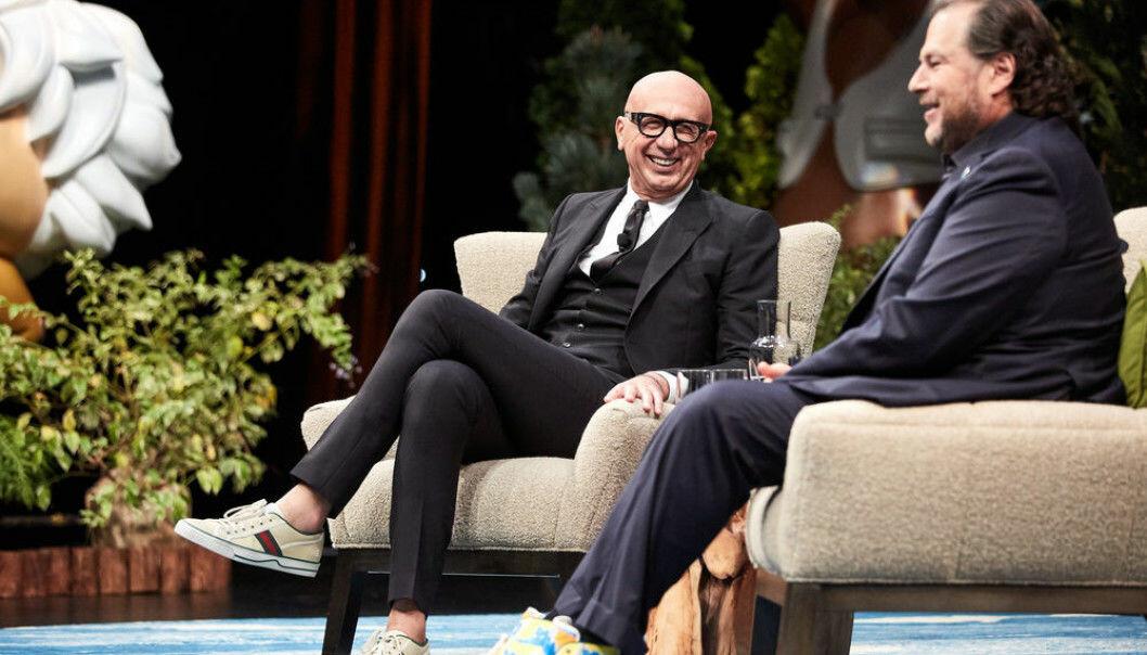 Gucci-sjef Marco Bizzarri og Salesforce-sjef Mark Benioff debatterer i en podkast.s