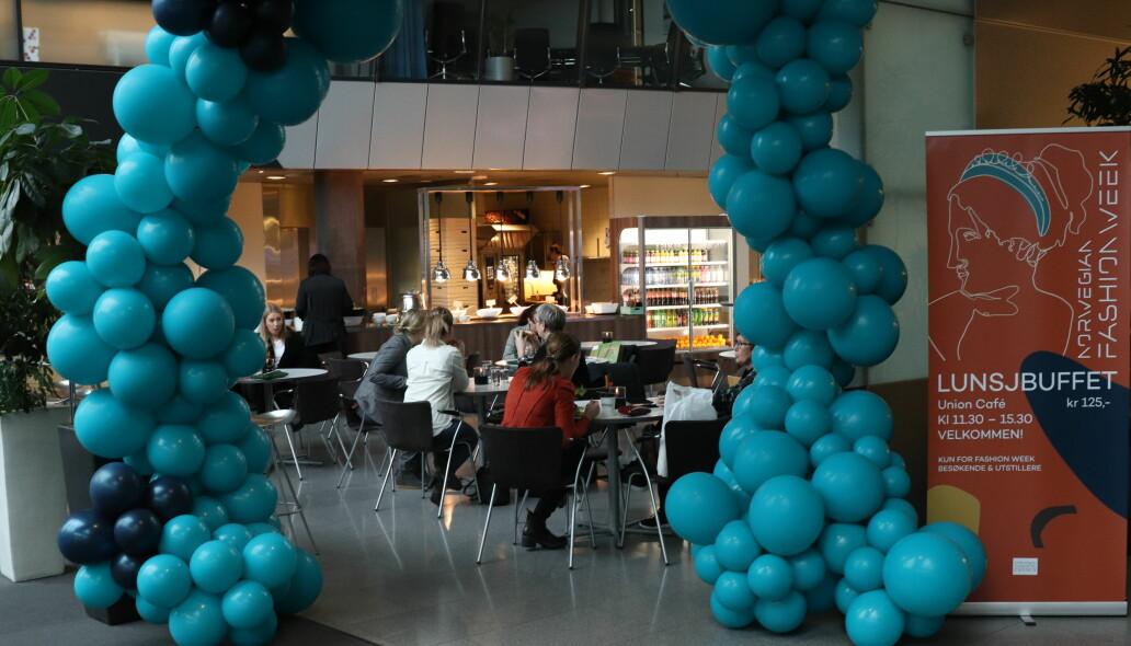 En komprimert messe, med gratis transport og god mat. blant annet lunsjbuffet, falt si innkjøpernes smak på Fornebu