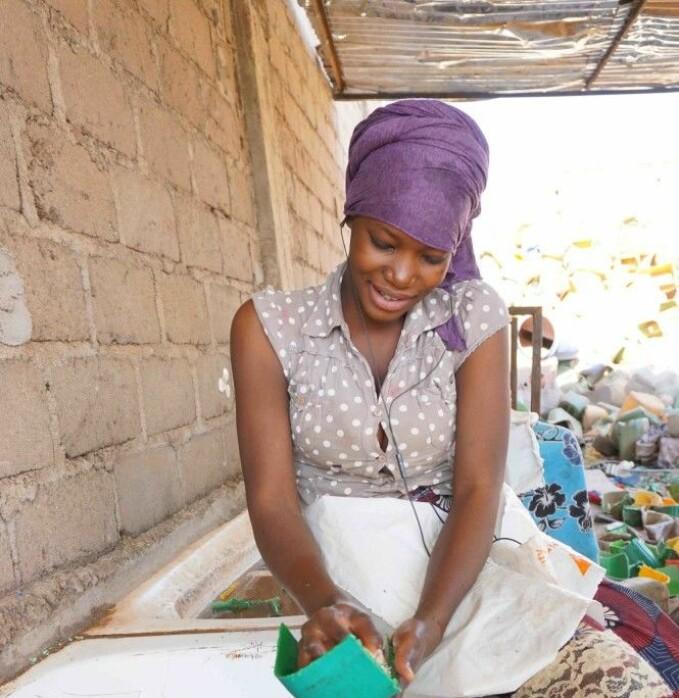 Kvinnene får opplæring i verdien og mulighetene som finnes i avfall,