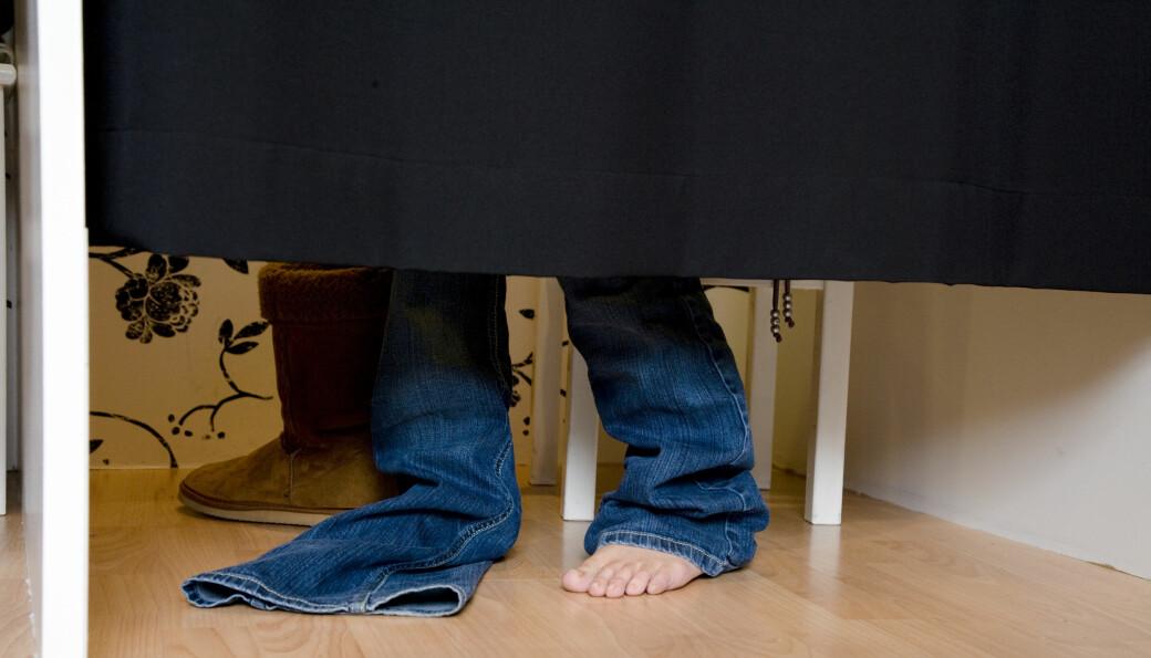 Myndighetene negliserer smittefaren klær representerer, mener artikkelforfatteren