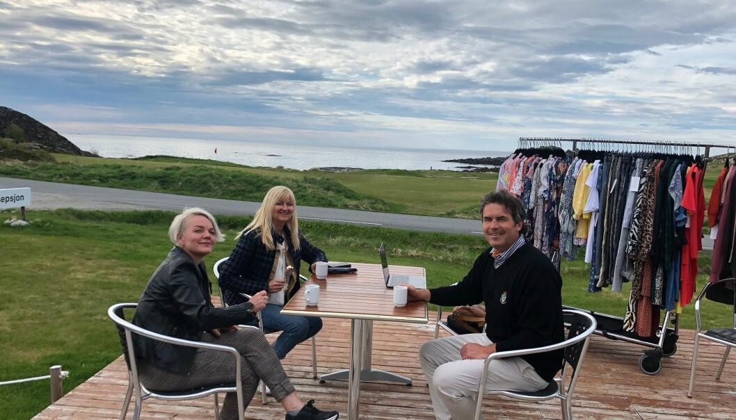 Kirsti Hardy og Rita Nordheim i Zicco Leknes hadde en fin innkjøpskveld på golfbanen sammen SSmed Arnulf Sagplass