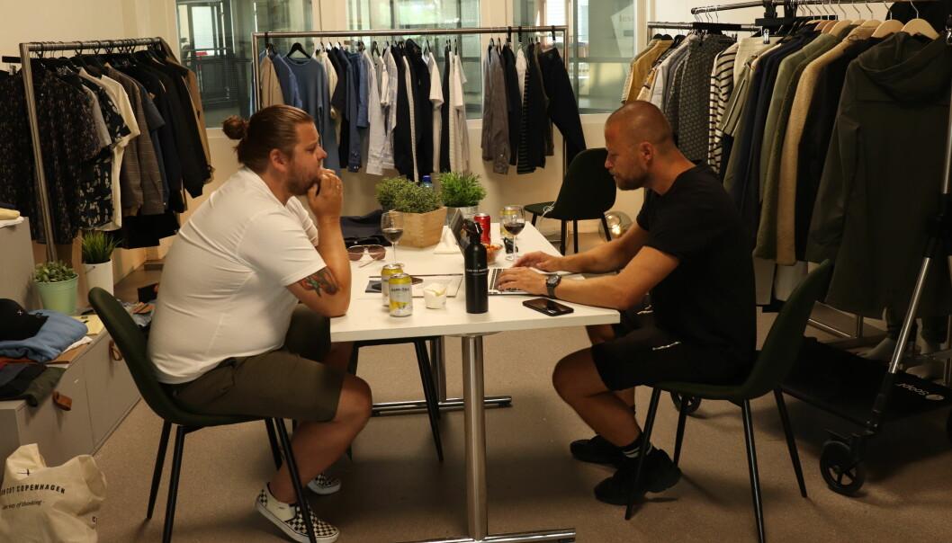Tom René Reppe i Zicco Leknes i gang med innkjøpene hos Tore Almehagen i Just Another Agency