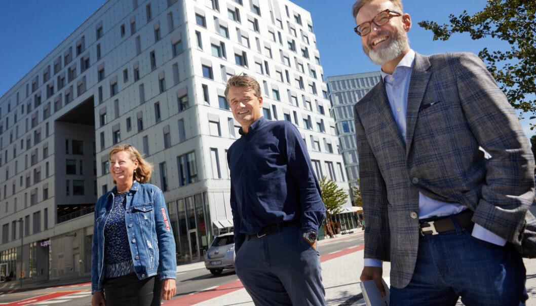 Fra venstre: Berit Svendsen, leder Vipps internasjonal, Rune Garborg, Vipps-sjef, Henning Holtan, Regional Managing Director Visa. Morten Brakestad