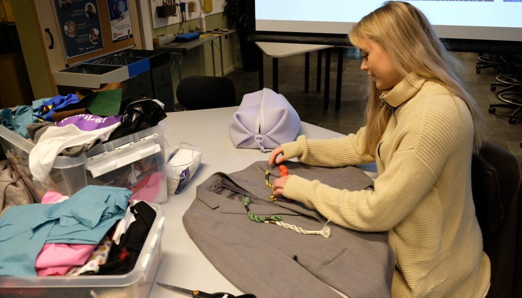 I samarbeid med OsloMet ble det arrangert flere DYI kurs, her fra et kurs i synlig reparasjon, inspirert av kintsugi, en japansk reparasjonsteknikk.