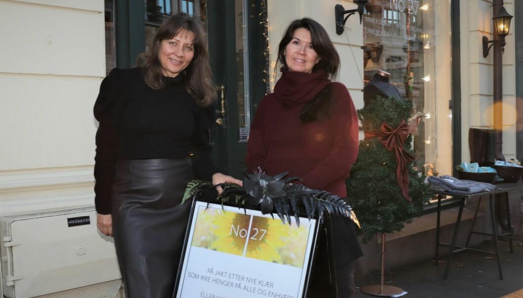 To av designerne, Julie Wang Ringnes og Monica Stålvang foran No 27