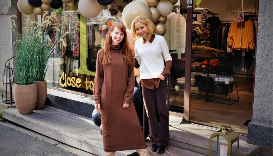 Andrea Mouritzen og Lill Siren Bakken foran butikken på Frogner
