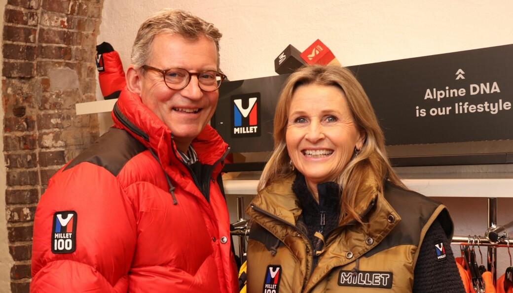 Øistein og Nina Gulbrandsen med jubileumsmodeller fra Millet.