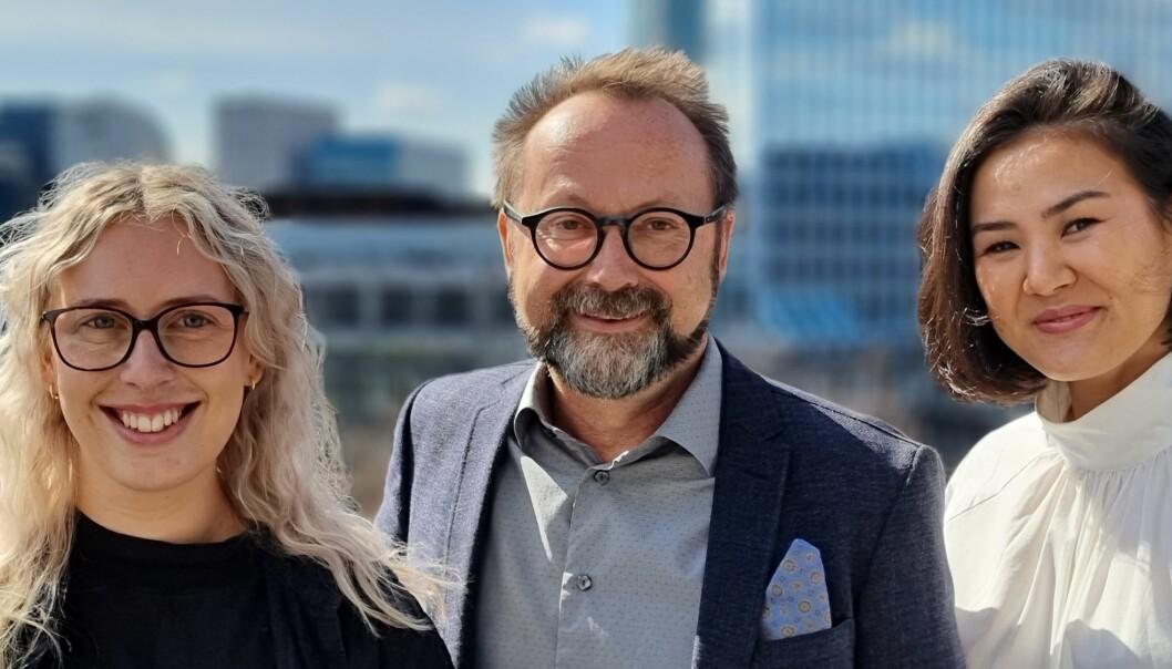 Tore Skjærgård med det nye kundeservice teamet Silje H. Haugland (t.v.) og Alice A. Abdrahmanova (t.h.)