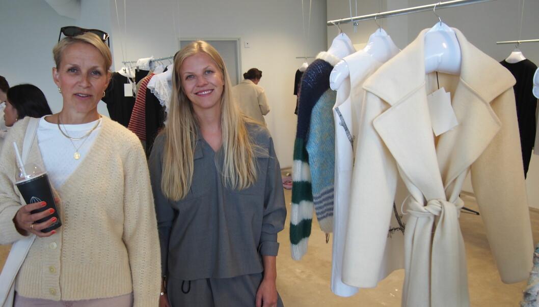 Designerne Kristina Hjelde Hatletveit og Elisabeth Stray Pedersen er begge med i Sorgenfris Artwear pop-up i Oslobukta. Begge er opptatt av lokal produksjon og ull fra norske spinnerier.