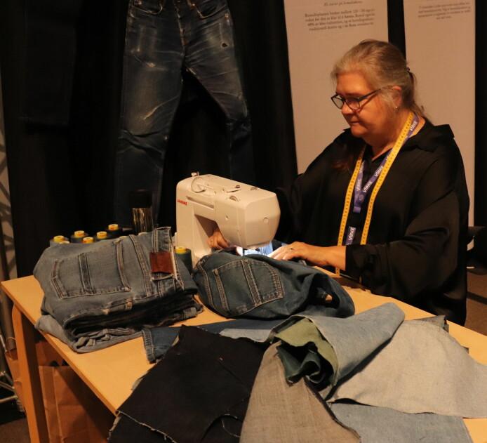 Jeansprodusenten Livid var en av utstillerne på konferansen. De viser fram hele sin verdikjede for kundene og har syersker som tilpasser og reparerer klær i sin butikk i Trondheim og i gjenbruksbutikken på Grünerløkka. Snart følger butikken i Bergen etter.