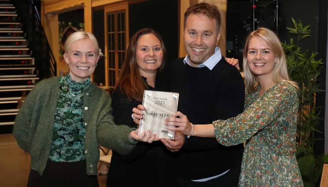 Glade prisvinnere. Fra venstre Cecilie Slåtto Olsen, Elisabeth Bendiksen, Richard Bendiksen og Guro Løvås Fause.
